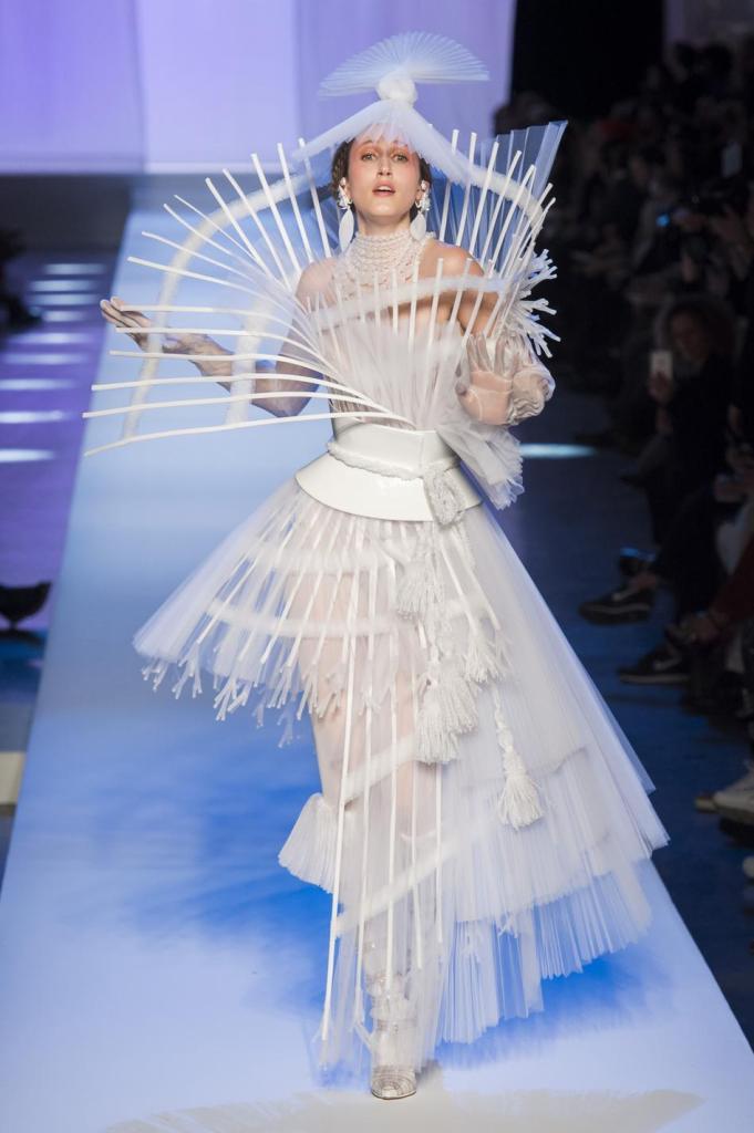 blog retour sur la paris fashion week printemps ete 2019 - defile jean paul gaultier - robe de mariee