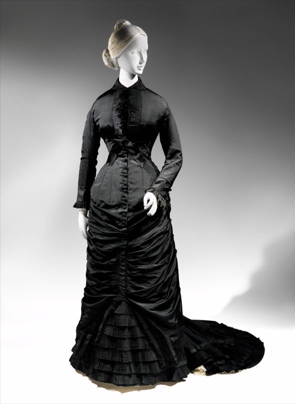 Afternoon dress, 1876–77 American, silk; Length at CF: 57 in. (144.8 cm) The Metropolitan Museum of Art, New York, Gift of Theodore Fischer Ells, 1975 (1975.227.4) http://www.metmuseum.org/Collections/search-the-collections/85317