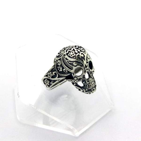 Серебряный перстень с черепом Гибискус