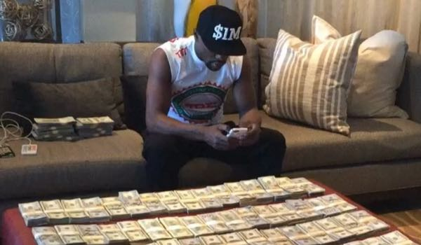 https://i0.wp.com/larrybrownsports.com/wp-content/uploads/2016/06/Floyd-Mayweather-money.jpg?w=1060