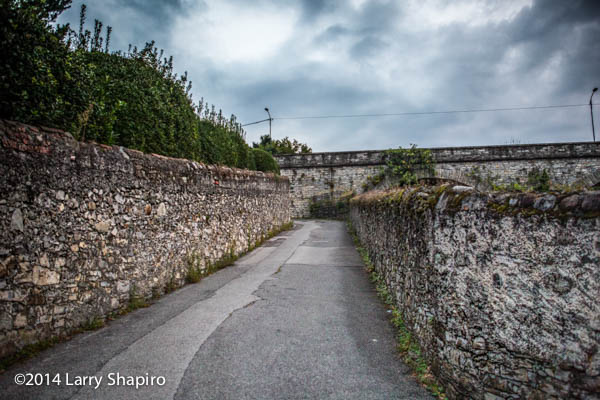 narrow street in Italy with stone walls