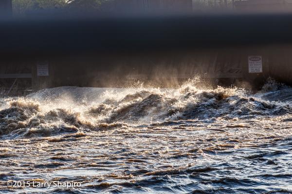 crashing waves exiting a damn on the Des Moines River