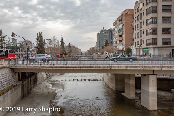 river running through Granada
