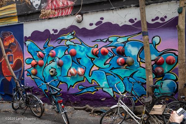 wall art in Berlin's Hackescher Market