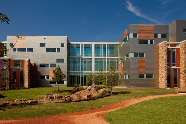 Building Chickasaw Nation Medical Center  Larry Speck