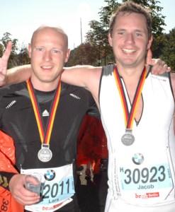 I mål sammen med Jacob efter vores første marathon.