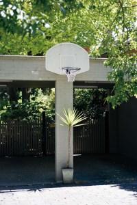 Downunder, Street Photography, Photo Book, Lars Hübner, Fotograf, Australia, Reportage, Visual Storytelling, Reportage, Basketball, Rim, Plant, Carport, Melbourne, Basket