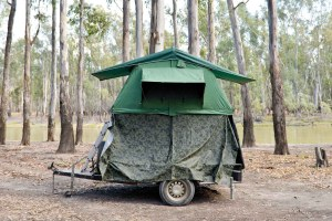Downunder, Street Photography, Photo Book, Lars Hübner, Fotograf, Australia, Reportage, Visual Storytelling, Hunt, Wood, Trailer, Camoflage
