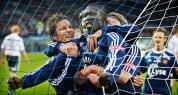 Mame Niang jubler etter sin 2-0 scoring mot Odd Grenland og blir gratulert av Martin Fillo og Birkir Bjarnason.