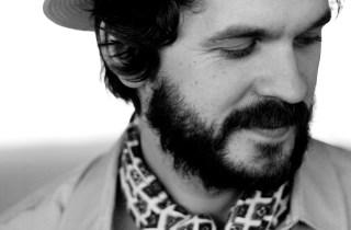 2010 har vært et produktivt år for Thomas Dybdahl. I april ga han ut sitt sjette studioalbum med tittelen «Waiting For That One Clear Moment», og i høst var han produsent på Bjørn Eidsvågs plate «Rundt neste sving».