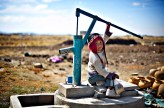 På Altiplano-sletta i Bolivia bor det mange fattige. I byen Batallas lever mange av landbruk og denne familien sper på økonomien ved å lage potter.