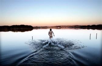 Sol og fint vær - Vaulen badeplass og russen festet festet ved Stokkavatnet