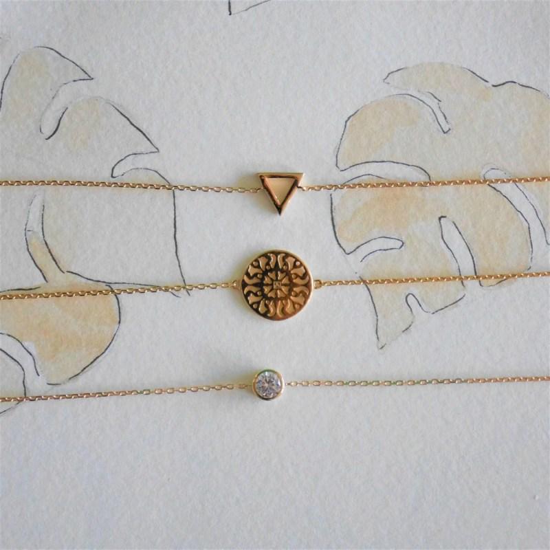 Bougie contenant un bijou bracelet