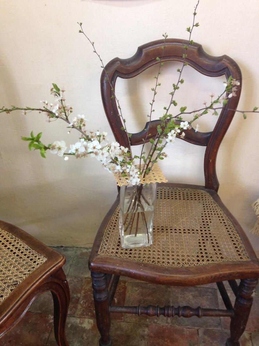 pique-fleurs carré en rotin naturel