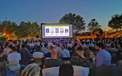 Le cinéma en plein-air à la Halle Tropisme en juillet