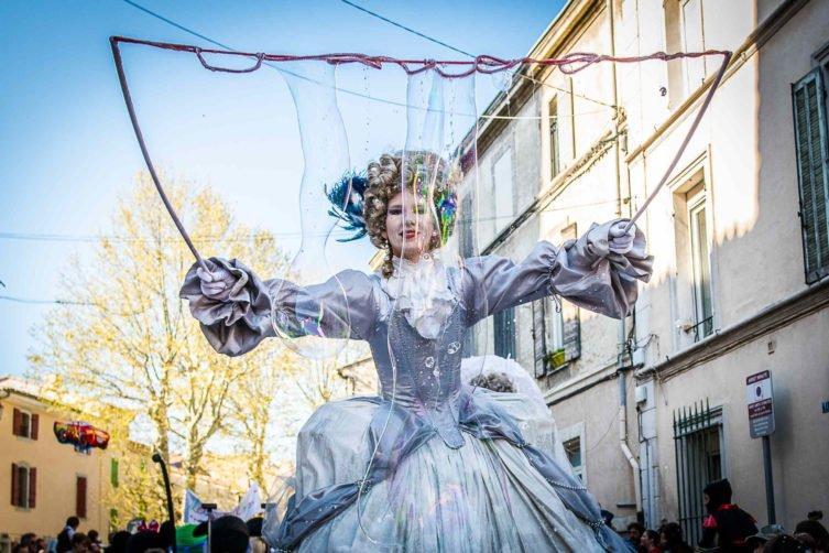Renc'arts de rue : Valras-Plage s'anime tout l'été au rythme du festival