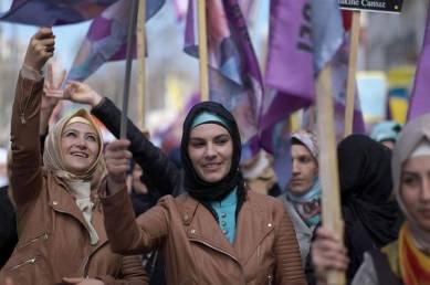 Mujeres Kurdas en Marsella, Francia, 2015 FOTO: Boris Hovart