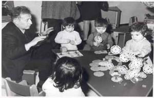 490 Gianni Rodari Posiblemente, Rodari en los años 60, en la escuela donde trabajó en Emilia Regia