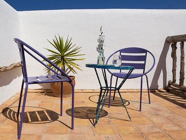 // Balcony Bliss // #soakingupthesun #spring #ibiza #bluesky #blossom #balcony #ibiza2018 #lascicadasibiza #holidayhome #vacationvilla #vacationdestination #villarental #homeawayfromhome #islandlife #mediterranean #stylish #interiors #vintage #rustic #casapayesa #fincaibicenca