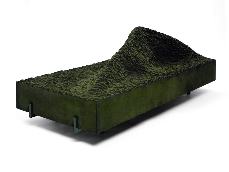 1.- Sofa 'Pyrenees' (Green) - cortesía Machado-Muñoz