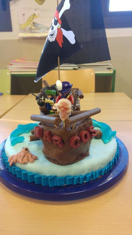 mi morena tarta de piratas de playmobil vista de frente