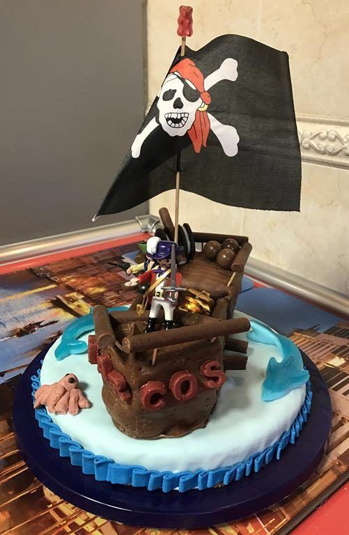 mi morena tarta de piratas de playmobil de lateral