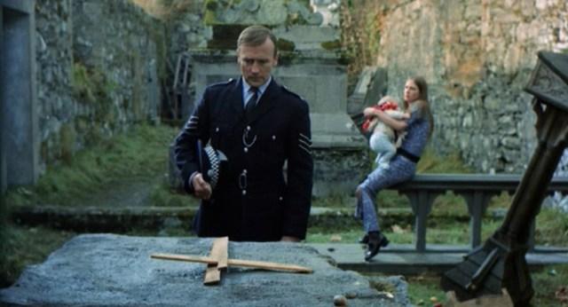 Edward Woodward como el Sargento Howie