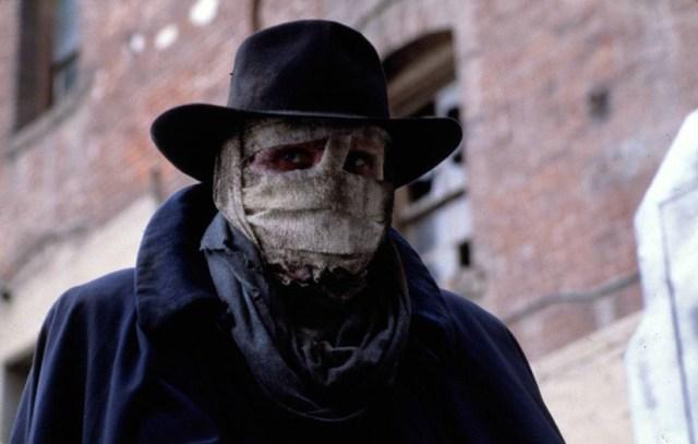 Liam Neeson con las vendas de Darkman