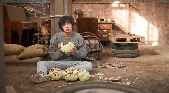 Jung Ga-ram como Zombie.