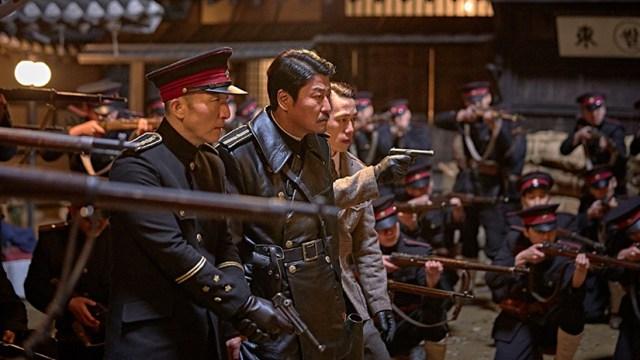 El imperio de las Sombras Song Kang-ho y la policia japonesa.