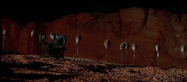 Fantasmas de Marte, cabezas cortadas.