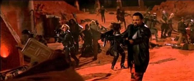 Desolación Williams (Ice Cube) no se rinde ante nadie. Imagen de Fantasmas de Marte, de John Carpenter