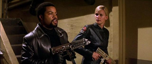Ice Cube como Desolación Williams, y Natasha Henstridge como la teniente Ballard, en Fantasmas de Marte.