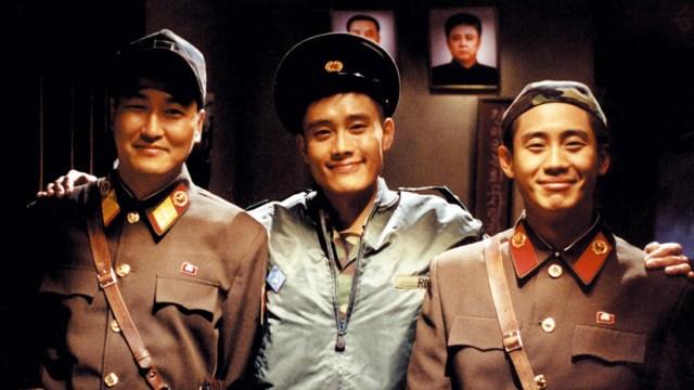 Song Kang-ho, Lee Byung-hun, y Shin Ha-kyun en JSA, de Park Chan-wook