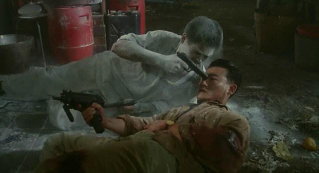 Chow Yun-Fat en la escena de la casa del té en Hard Boiled