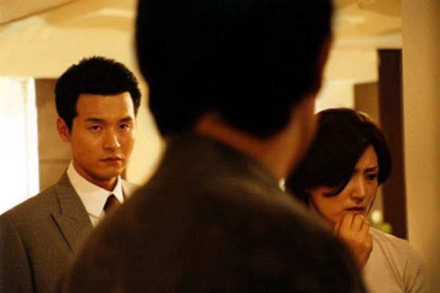 Lee Sung-jae en 'Public Enemy' (2002)