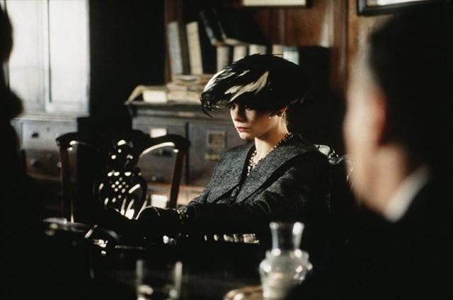 Laura San Giacomo in Under Suspicion
