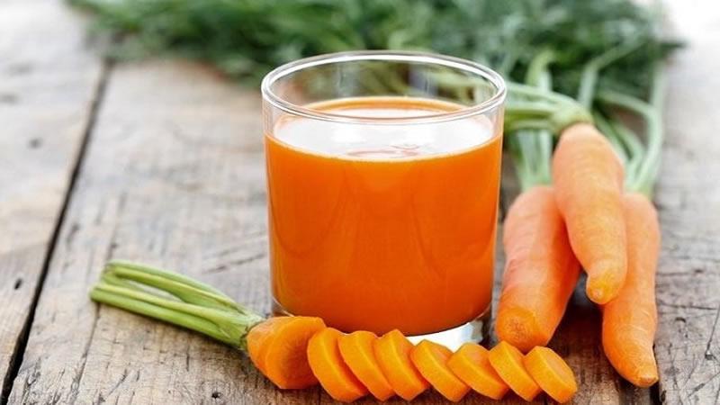 Mujer Cura El Cáncer Consumiendo Jugo de Zanahoria Todos Los Dias