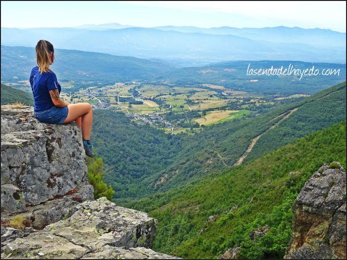 Valle de Noceda y al fondo los Montes de León
