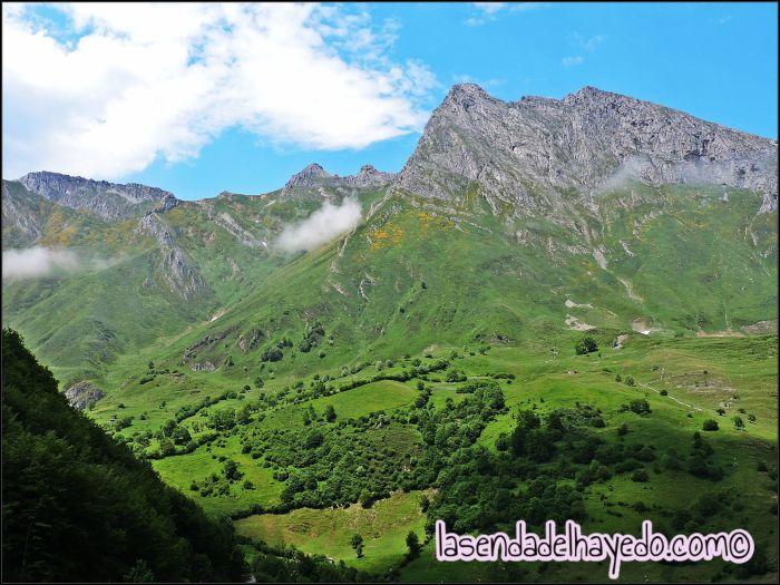 Genial perspectiva de Siegalavá y todo su porte rocoso y herboso