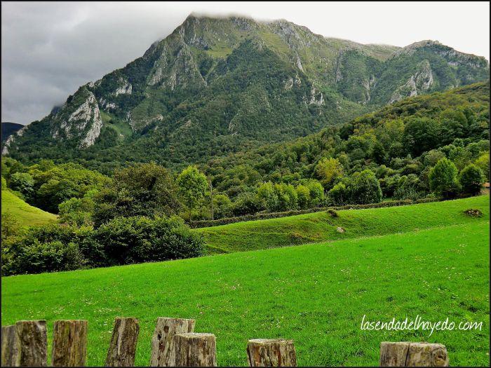 Desde Bueida hacia la montaña que bordearemos por su lado izquierdo para internarnos en Güeria