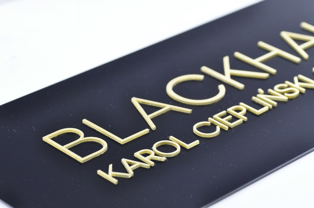 szyld czarny