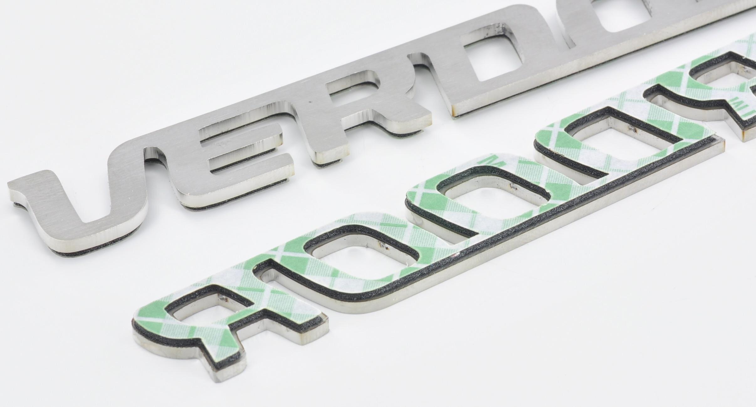 logotyp ze stali