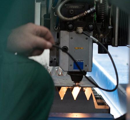 Assistenza-per-Macchine-Taglio-Laser