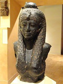 220px-cleopatra_vii_statue_fragment2c_69-30_bc_-_royal_ontario_museum_-_dsc09761