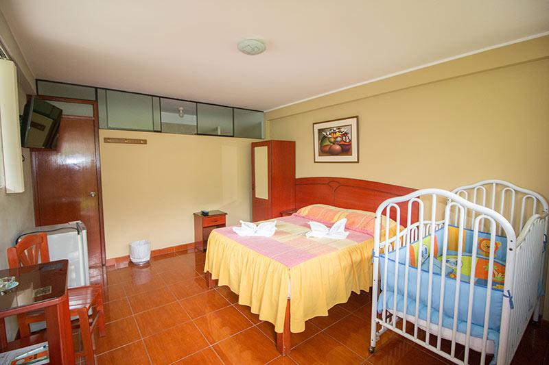 Habitacin Matrimonial con Cuna  Las Gambusinas