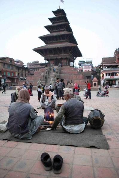Músicos al atardecer en el templo de 5 tejados de la Plaza Durbar de Bhaktapur