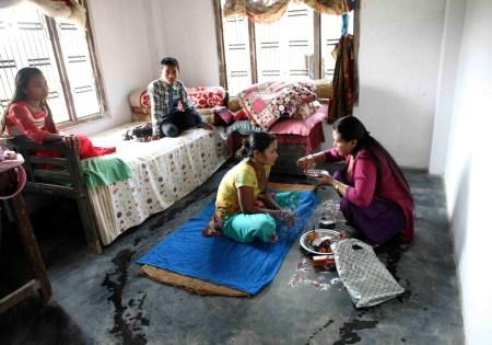 Ceremonia de Diwali en casa, Patihani Town, Narayani