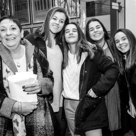 Dolores Besnes (Cornelius) Natalia Bibimelis, Aina Nadal, Laura Galles y Bel Amer (Voley) © La Siesta Press