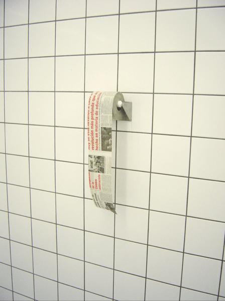 Discurso, 1999, Papel periódico y azulejos